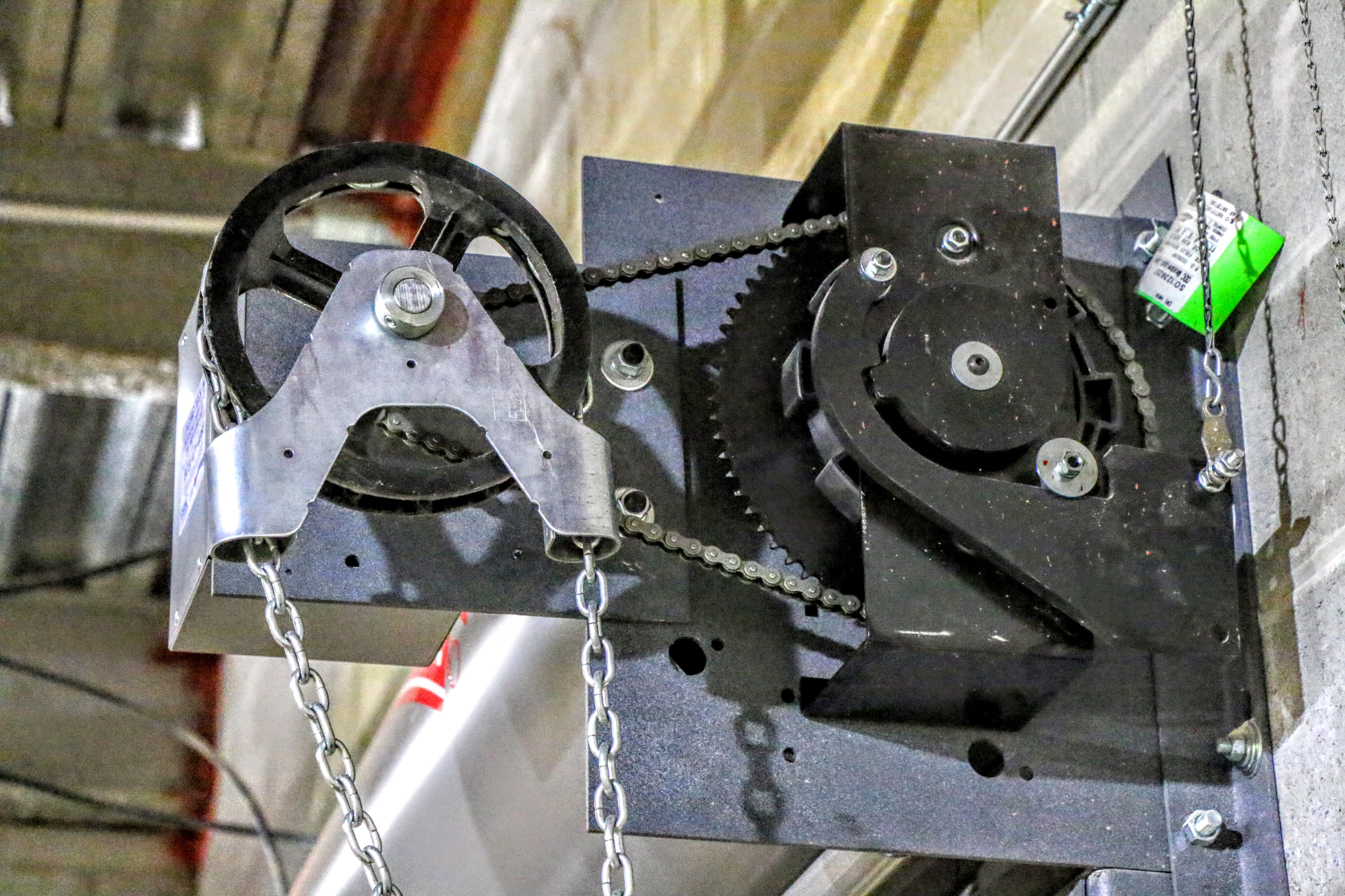 Chain Hoist for a Rolling Fire Gate Manual System