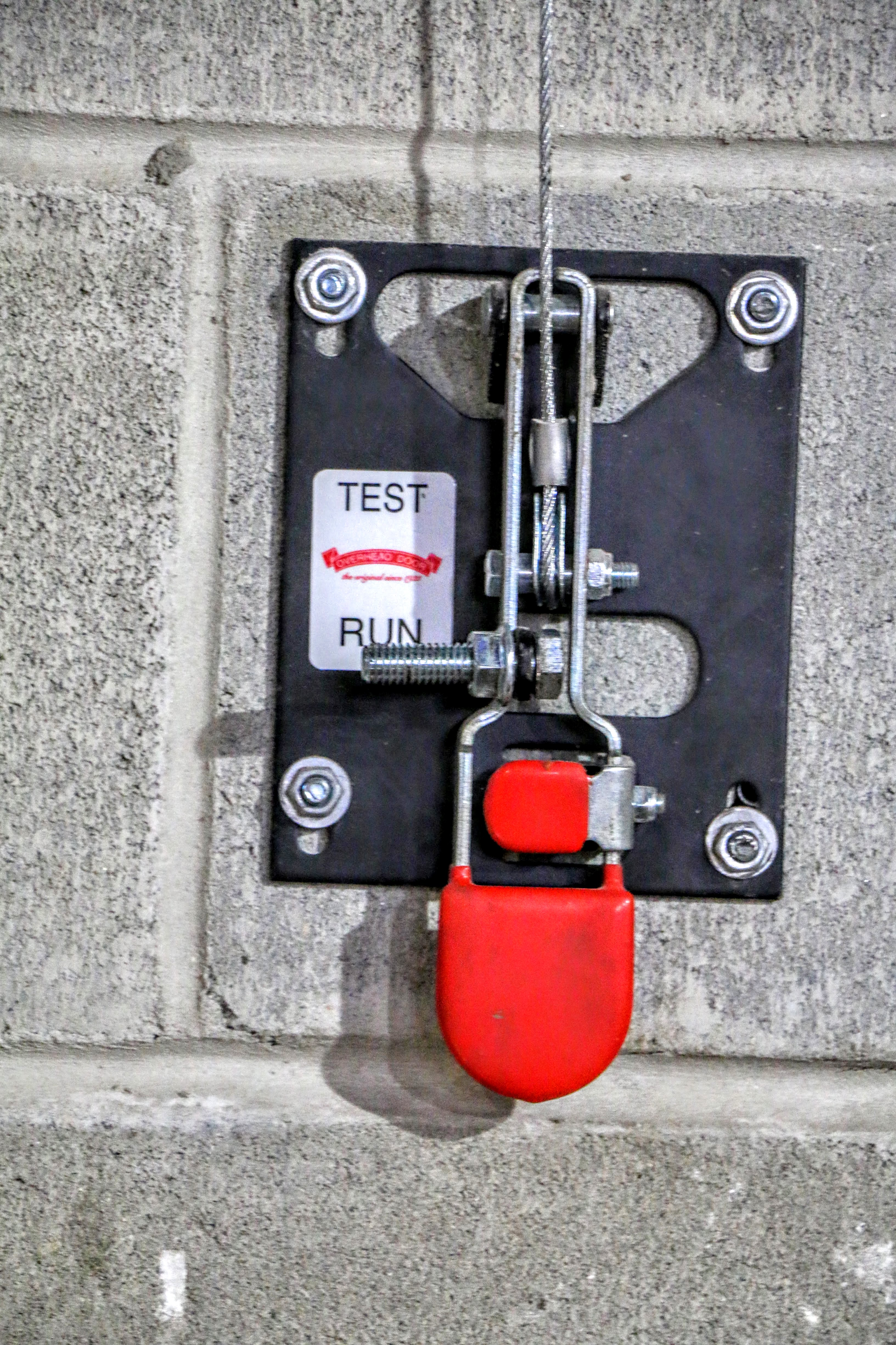 For manually resetting the fire door/gate, this lever is used.