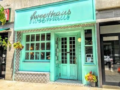 sweethaus-brooklyn-cupcake-shop-glass-wood-garage-door